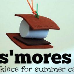 Easy craft foam S'MORES necklace for summer camp craft! // ohAmanda.com