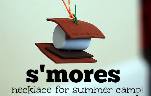 Easy craft foam S'MORES necklace for summer camp craft! // ohAmanda.com