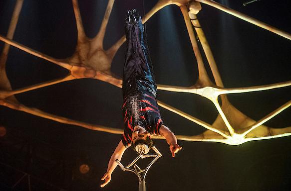 cirque totem balancing