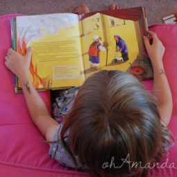 The New Reader's Bible // part of the Best Bible Books for Kids series by ohAmanda.com