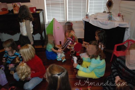 A super cute American Girl doll party! // via ohAmanda.com
