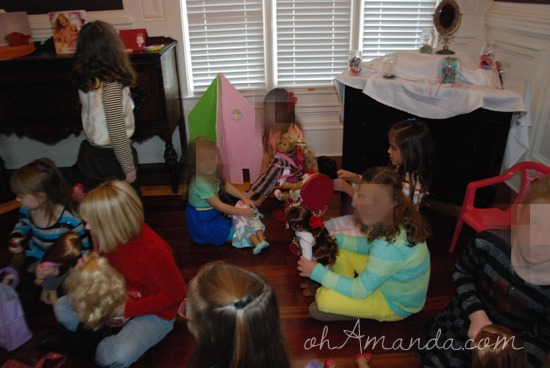 A super cute American Girl doll party! // via ohAmanda.com